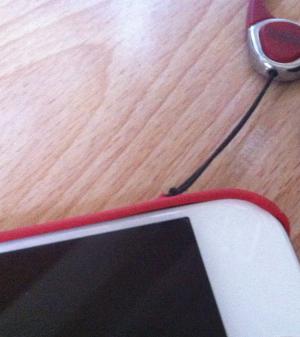 iPhone6の純正レザーケースからエアージャケットに乗り換えてまたストラップを付けた